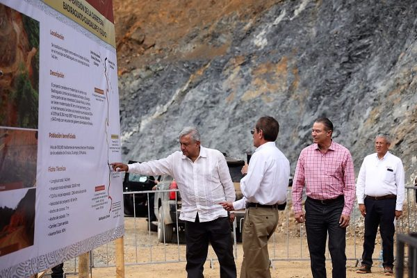 Supervisan AMLO y Quirino construcción de la carretera Badiraguato Chihuahua 5