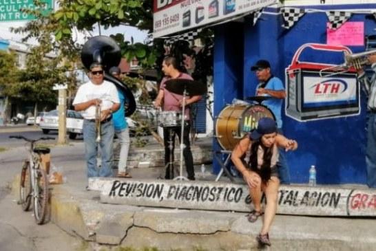Bandas de Música Sinaloense Alegran Esquinas de Mazatlán Ate Covid 19