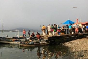 Orienten por favor a nuestros amigos del Mercado de Mariscos del Muelle de la Isla de la Piedra