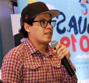 Saúl Valdéz con un fragmento de su libro Kid Maya mayo 17 de 2020 Mazatlán Interactivo