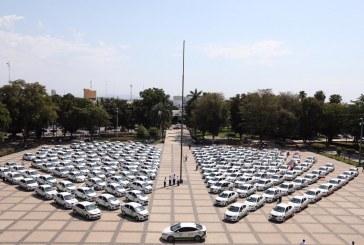 Quirino entrega 200 taxis a transportistas