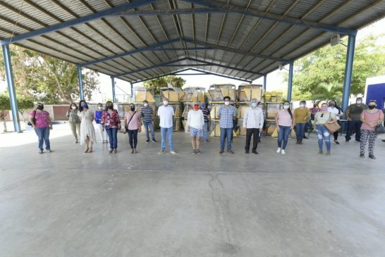 Entregan mobiliario a escuelas de Sinaloa