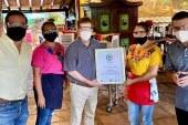 Recibe Restaurante El Mesón de los Laureános Distintivo de Sanidad