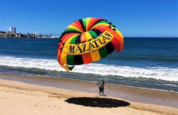 Verano 2020 revive playas, comercios y otras actividades turísticas en Mazatlán 1