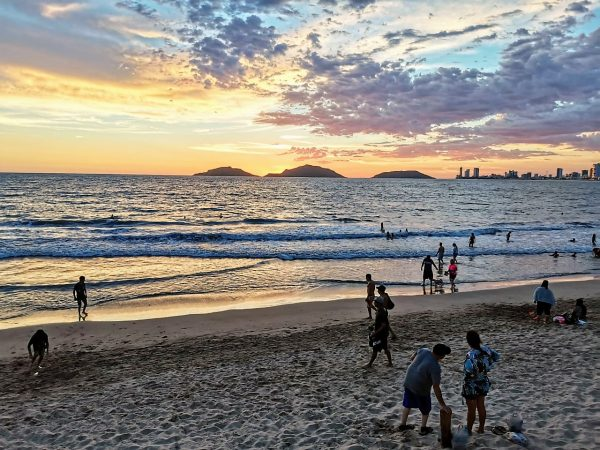 Verano 2020 revive playas, comercios y otras actividades turísticas en Mazatlán 3