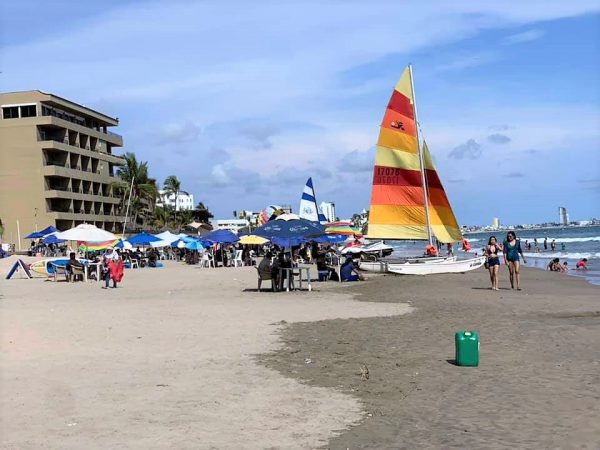 Verano 2020 revive playas, comercios y otras actividades turísticas en Mazatlán 5