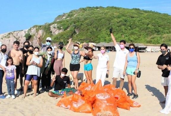 Playa Brujas en Mazatlán recibe tratamiento de Limpieza
