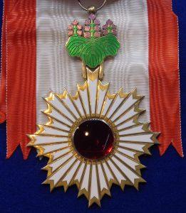 Order_of_the_Rising_Sun_grand_cordon_badge_(Japan)_-_Tallinn_Museum_of_Orders