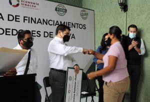 Javier Lizárraga Mercado SE Entrega Financiamiento Vendedores Playa Maztalán Covid 10 2020 1