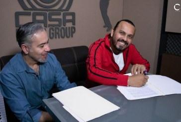 """Oscar Gómez firma contrato con Casa Music Gruop, sorprende como compositor con su tema """"Me rompiste el corazón"""""""