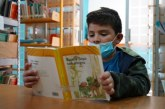 """Alegre tarde de niñas y niños en el """"Jueves literario""""."""