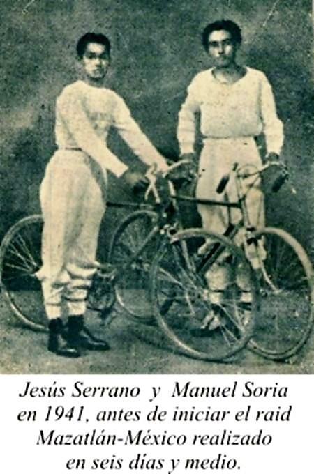 Jesús Serrano y Manuel Sordia 1941 Mazatlán México en Bicicleta