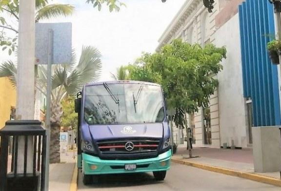 Grupo Pinsa Dona Camión de Pasajeros al Centro de Innovación Cultural de Mazatlán