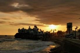 Mazatlán en Verano Ofrece cada Tarde: Regalos a los Visitantes Oleos de Nubarrones y Crepúsculos 2021