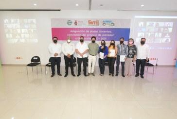 Entrega SEPyC 703 plazas a 570 docentes en Sinaloa