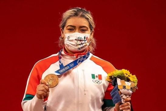 Entrega pesista Aremi Fuentes tercera medalla para México en Tokio 2020