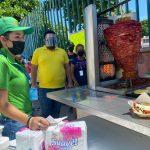 Fundación MaxSilva A C regala tacos a familiares