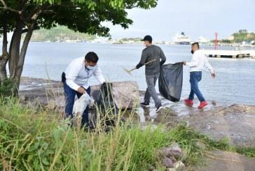 Limpian zona de playa de la Isla de la Piedra ante arribo de crucero a Mazatlán este miércoles