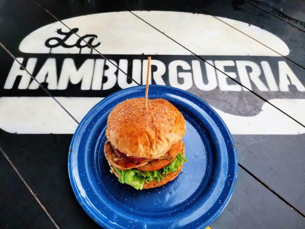 Dportenis, La Hamburguería y Los Huevos Días y Noches lanzan hamburguesa con causa 2021 4