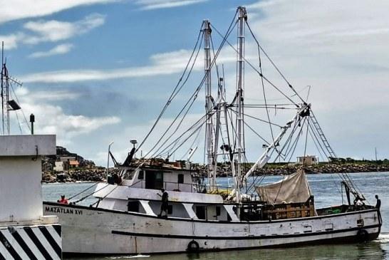 La Tradicional despedida de los Pescadores de Camarón de Mazatlán
