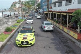 Lujosos y poderosos vehículos ruedan por el Malecón de Mazatlán