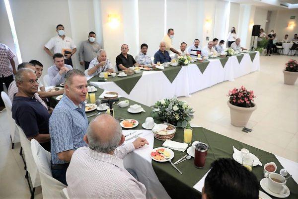 Quirino se reúne con empresarios y comerciantes del ramo turístico de la Zona Dorada de Mazatlán 2021 3